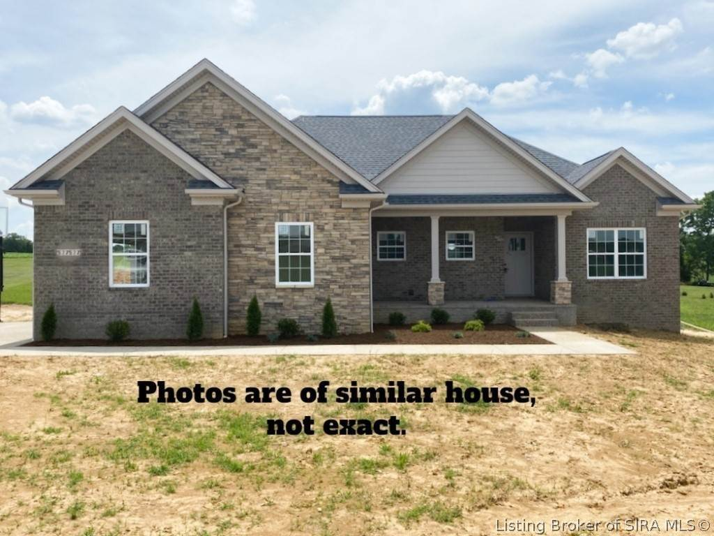 Single Family Homes 为 销售 在 3626 Woodland Lakes Drive Floyds Knobs, 印第安纳州 47119 美国