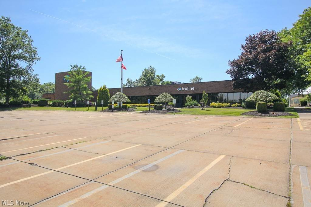 Commercial for Sale at 11685 Chillicothe Road Chesterland, Ohio 44026 United States