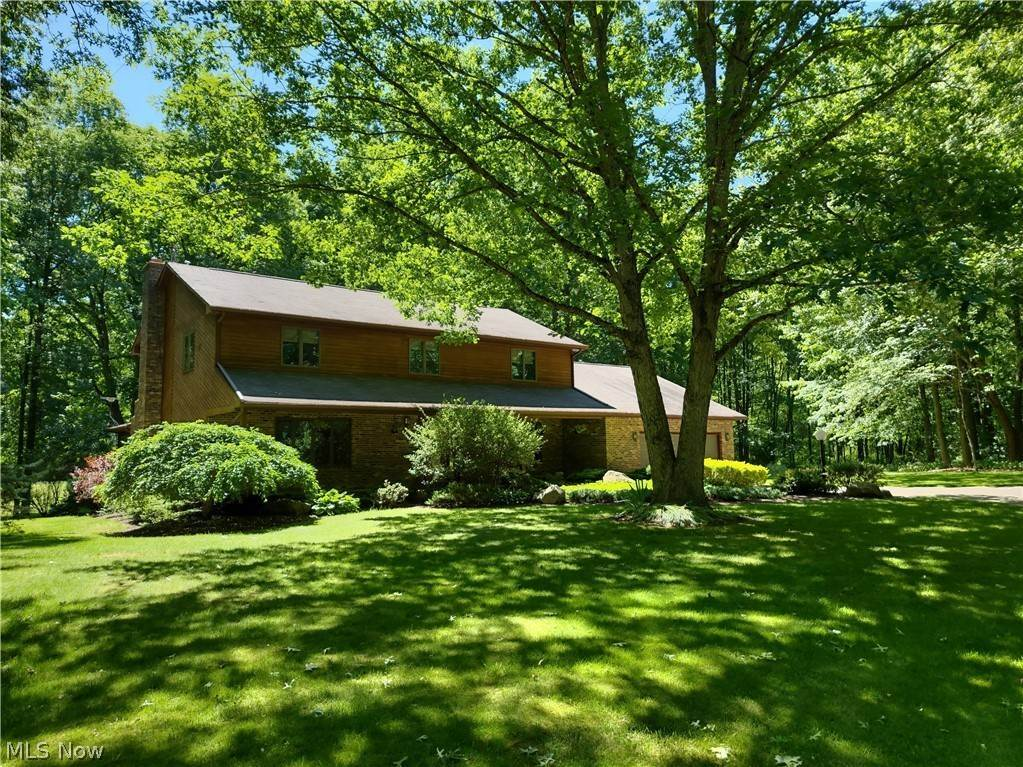 Residential for Sale at 100 Lakeview Street Lake Milton, Ohio 44429 United States