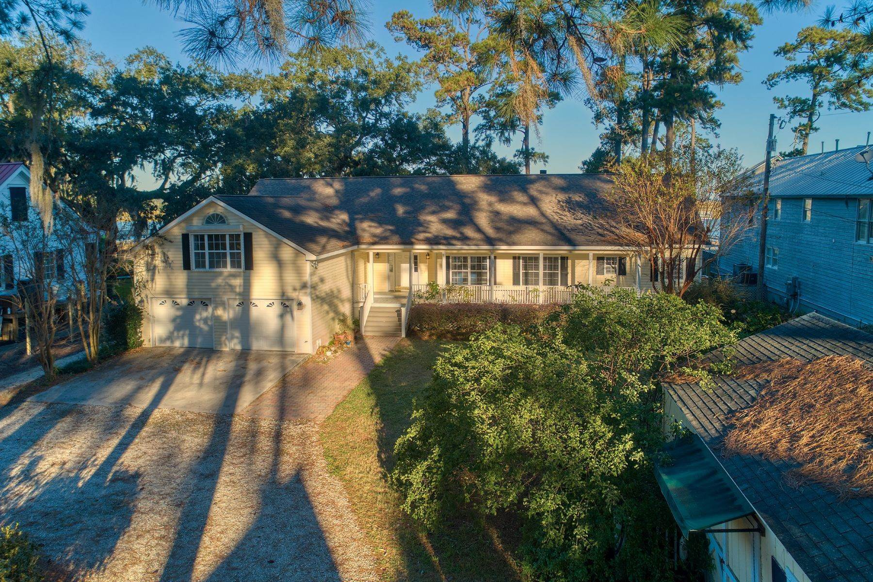 7. Single Family Homes for Sale at Custom Built home on Deep Water 35 Falligant Avenue Savannah, Georgia 31410 United States