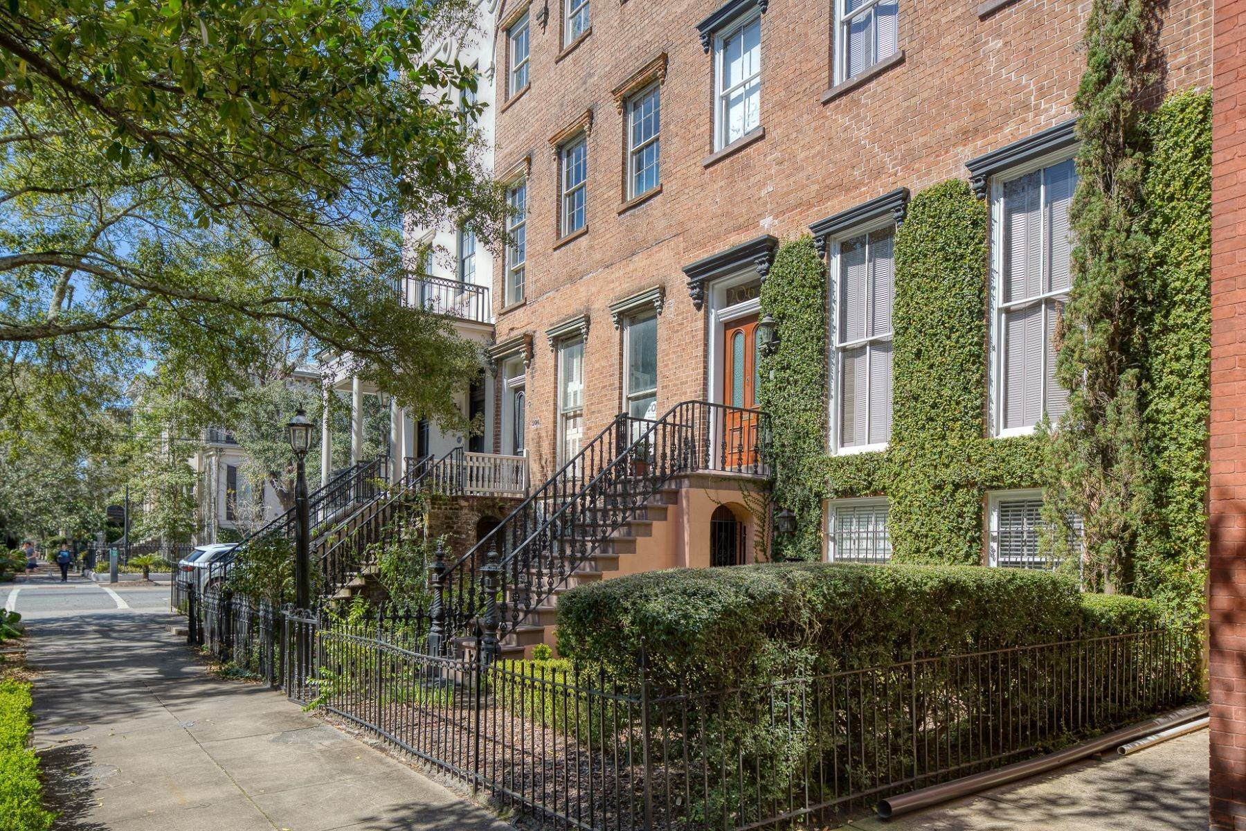 47. Single Family Homes for Sale at Architectural Gem Located In The Heart Of Savannah's Landmark Historic District 206 E Gaston Street Savannah, Georgia 31401 United States