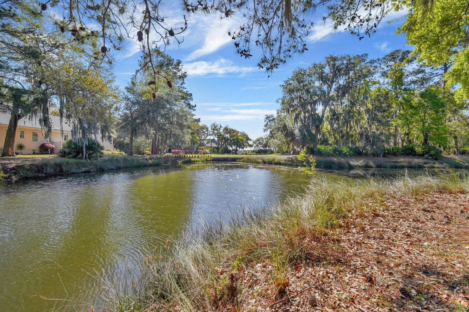 45. Single Family Homes for Sale at Ideally Located Landings Home Between Eastern Marsh And Palmetto Clubhouse 3 Lakewood Court Skidaway Island, Georgia 31411 United States