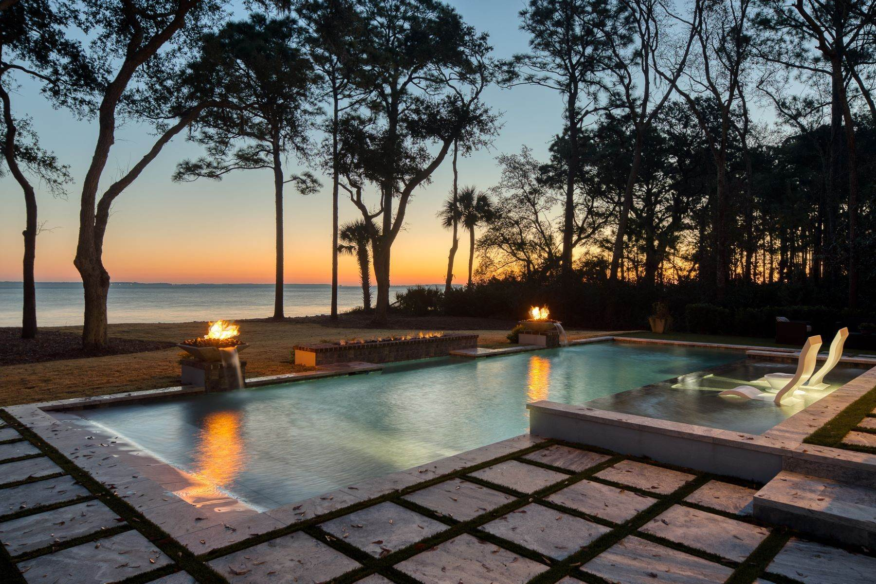 6. Single Family Homes for Sale at Hilton Head Island 25 China Cockle Way Hilton Head Island, South Carolina 29926 United States