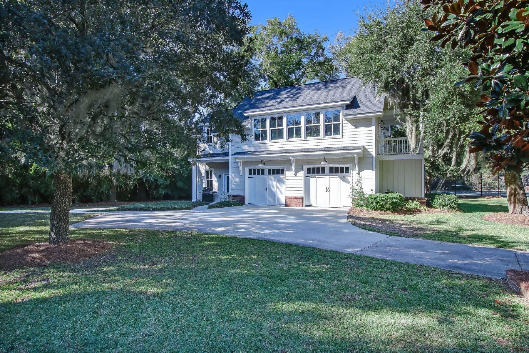 42. Single Family Homes for Sale at Low Country Home on Double Lot in Gated Community 203 John Wesley Way Savannah, Georgia 31404 United States