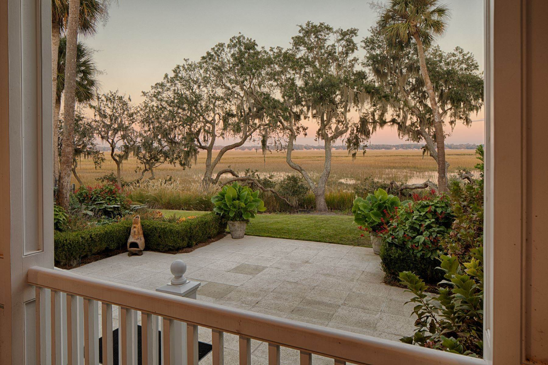 27. Single Family Homes for Sale at 108 Modena Island Drive Skidaway Island, Georgia 31411 United States