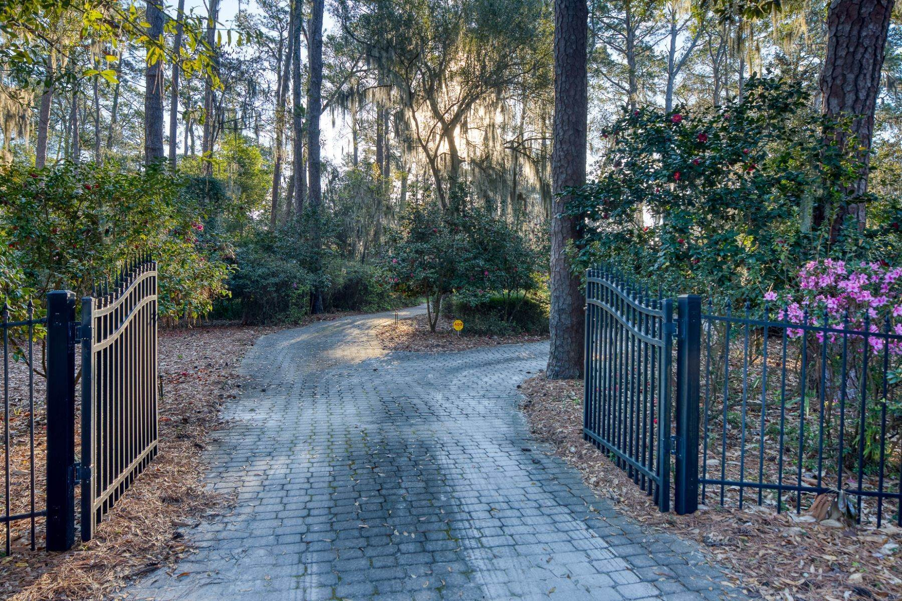 8. Single Family Homes for Sale at Live On Over 2.5 Acres That Overlook The Skidaway River And Beyond 41 Island Drive Savannah, Georgia 31406 United States