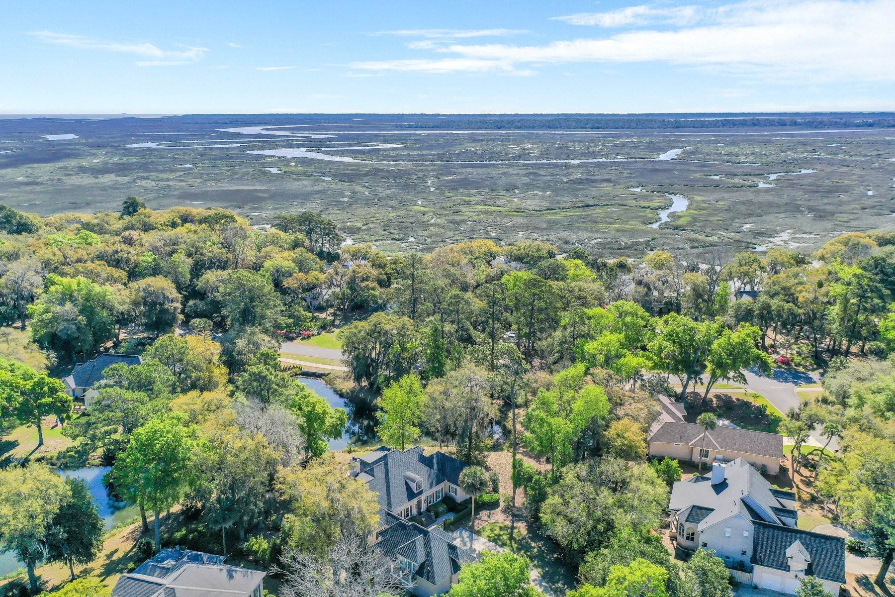 37. Single Family Homes for Sale at Ideally Located Landings Home Between Eastern Marsh And Palmetto Clubhouse 3 Lakewood Court Skidaway Island, Georgia 31411 United States