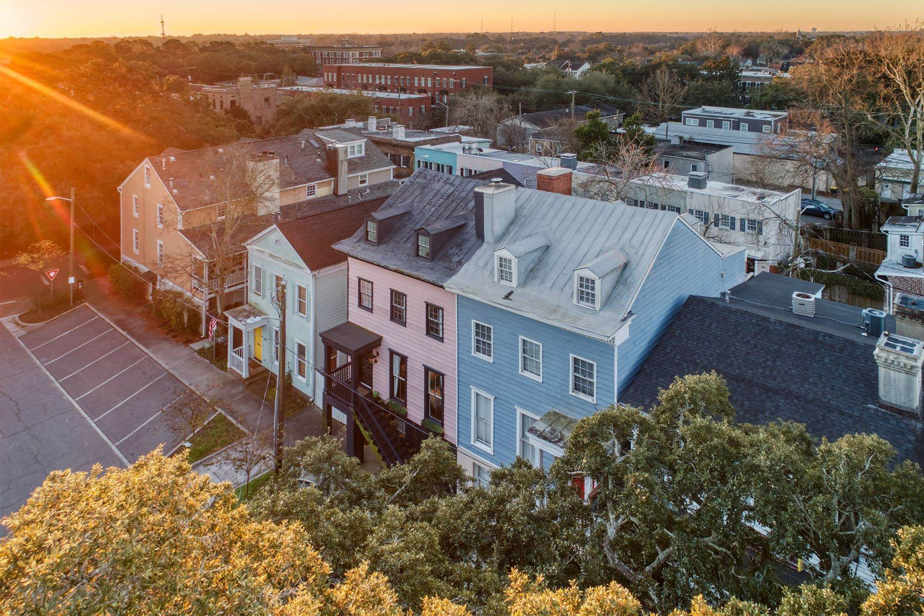24. townhouses for Sale at Completely Renovated Historical c 1851 Townhouse In the Heart of Savannah 507 E McDonough Street Savannah, Georgia 31401 United States