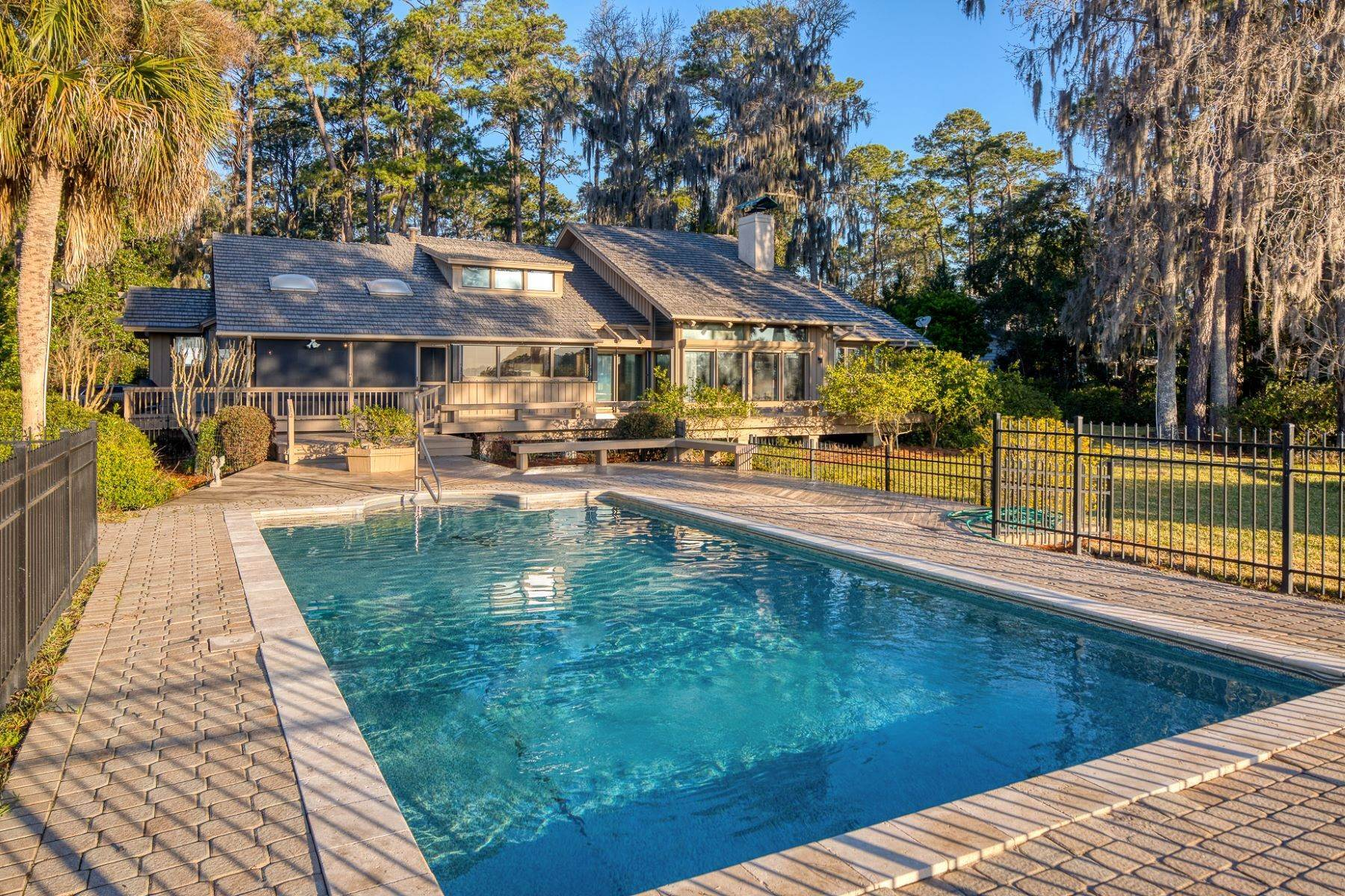 10. Single Family Homes for Sale at Live On Over 2.5 Acres That Overlook The Skidaway River And Beyond 41 Island Drive Savannah, Georgia 31406 United States