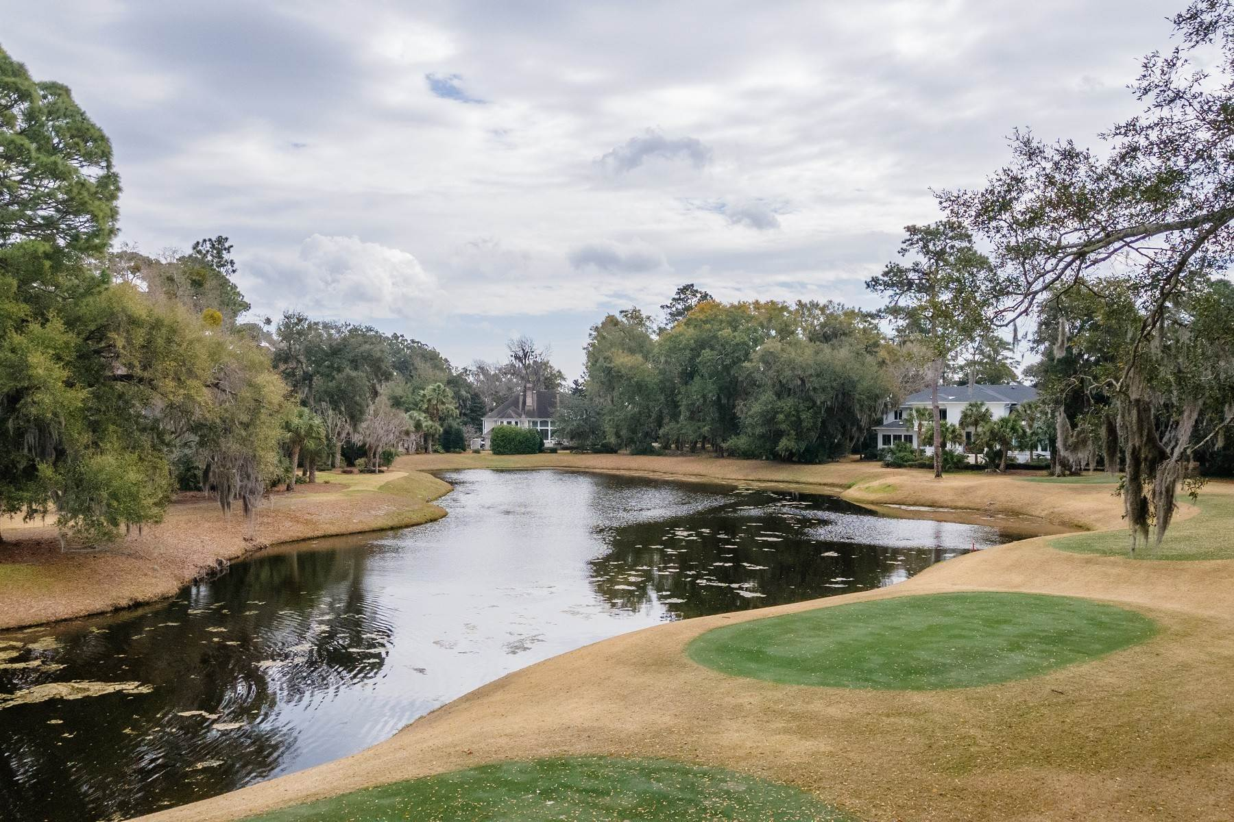 6. Single Family Homes for Sale at Golf Community and Resort Living 7 Middleton Gardens Place Bluffton, South Carolina 29910 United States