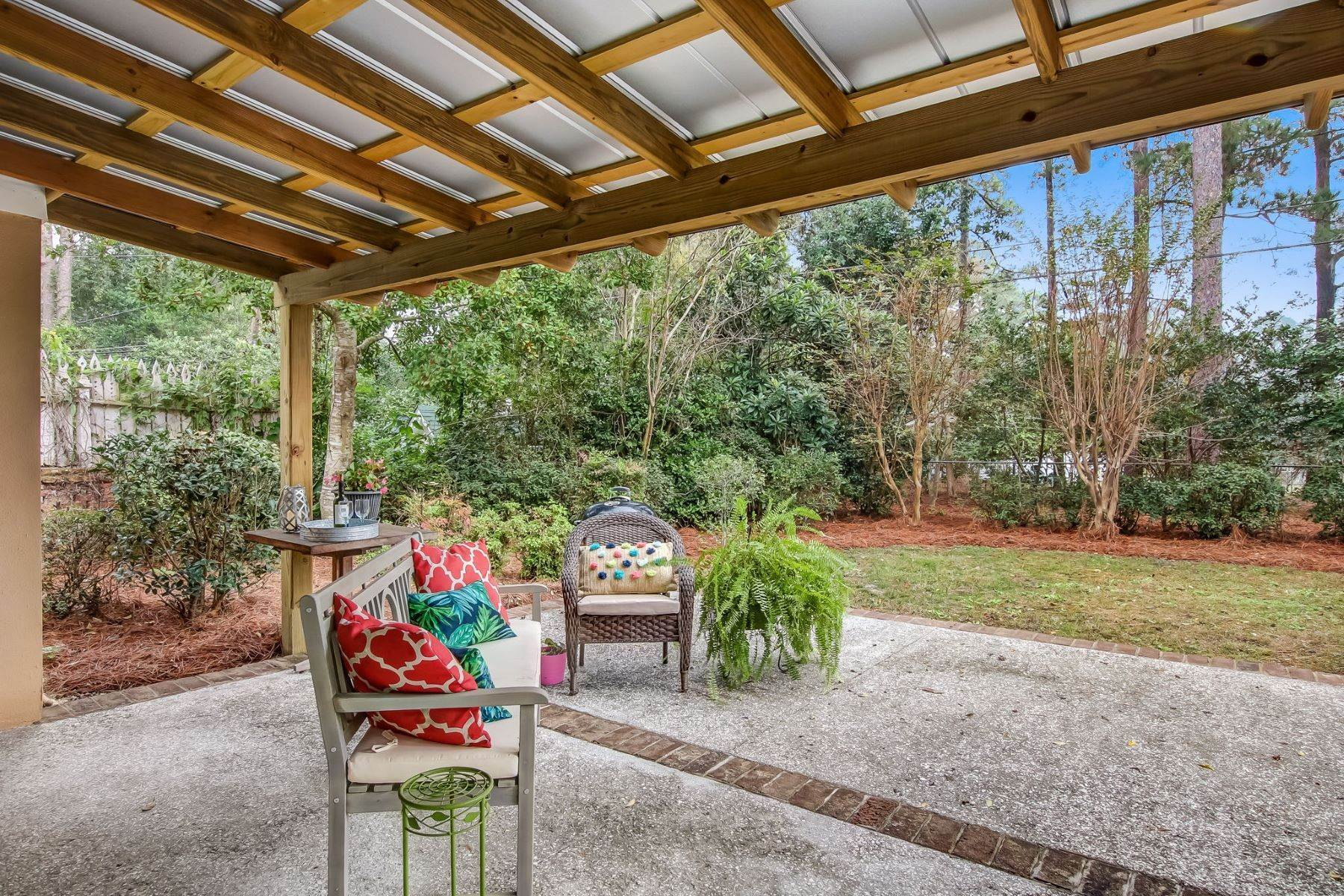 27. Single Family Homes for Sale at 9 Colonel Estill Avenue Savannah, Georgia 31406 United States