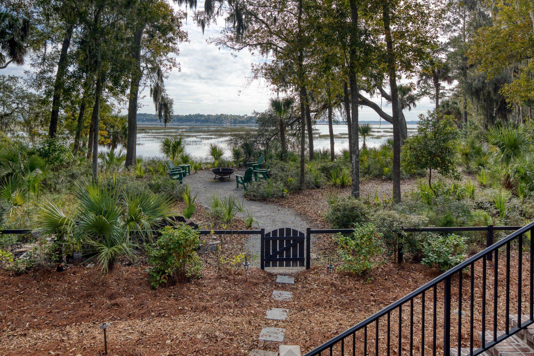47. Single Family Homes for Sale at Endless May River Views! 75 Greenleaf Road Bluffton, South Carolina 29910 United States