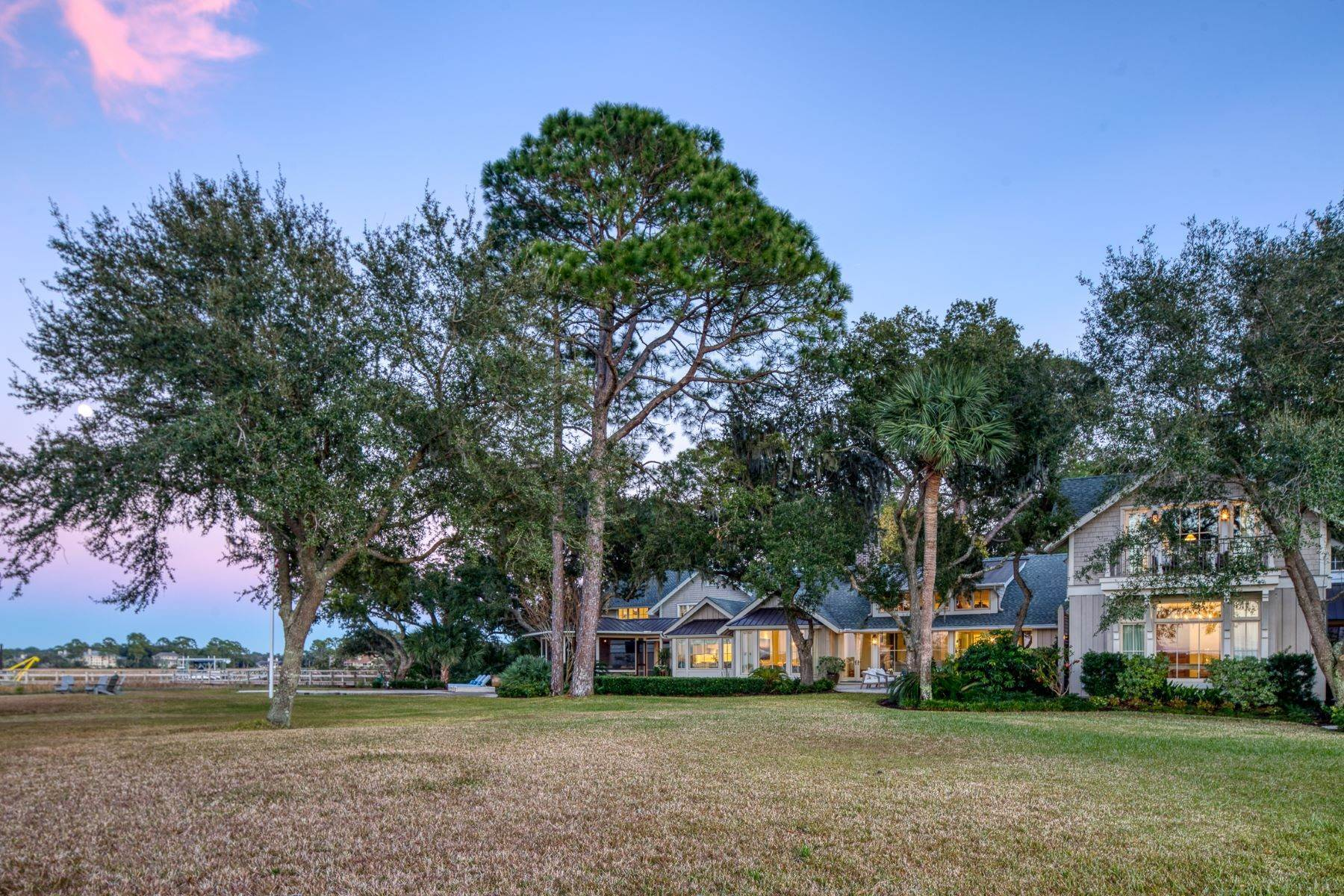 45. Single Family Homes for Sale at Premier Waterfront 71 North Calibogue Cay Hilton Head Island, South Carolina 29928 United States
