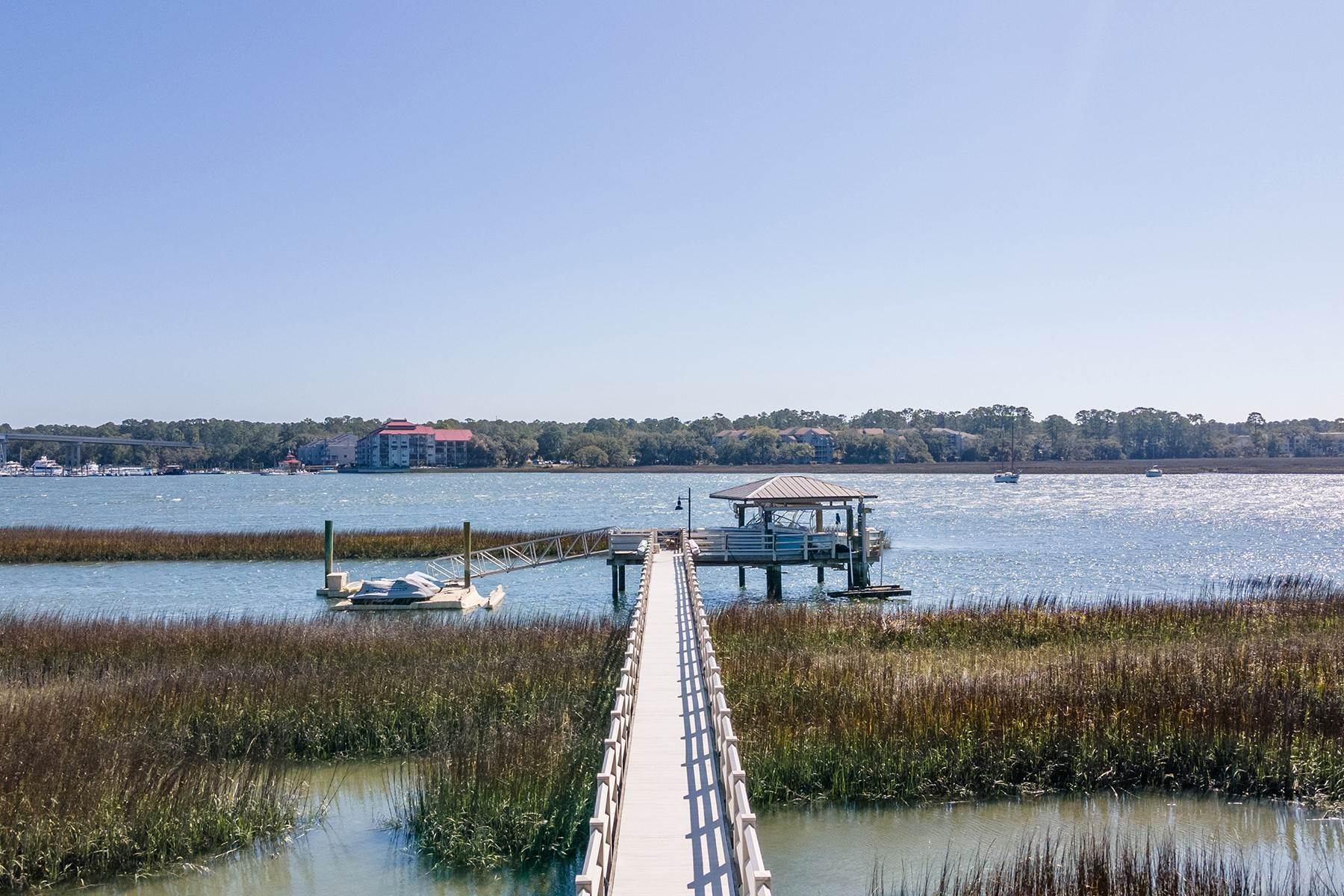49. Single Family Homes for Sale at Widewater Waterfront Luxury 30 Widewater Road Hilton Head Island, South Carolina 29926 United States