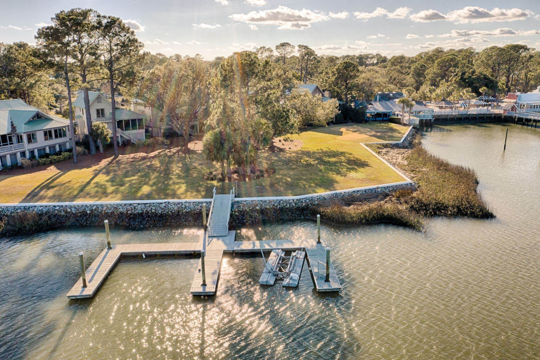 40. Single Family Homes for Sale at 12 Portside Drive Hilton Head Island, South Carolina 29928 United States