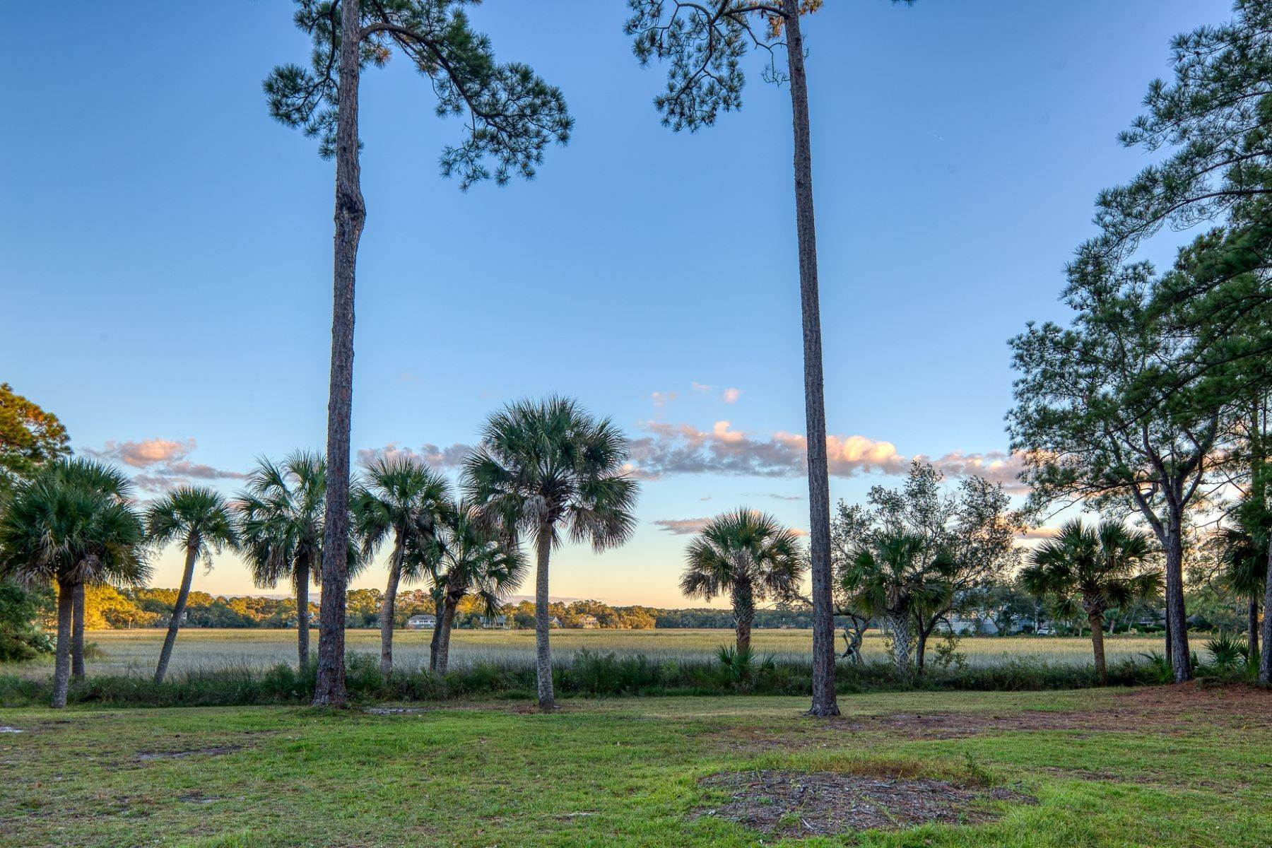 25. Single Family Homes for Sale at Views of Port Royal Sound and Intercoastal Waterway 47 Ribaut Drive Hilton Head Island, South Carolina 29926 United States