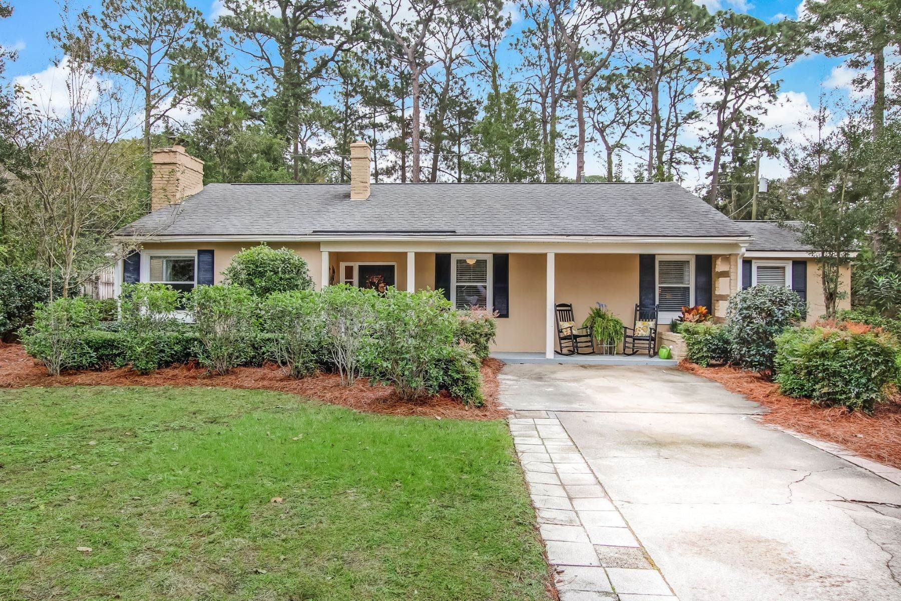 32. Single Family Homes for Sale at 9 Colonel Estill Avenue Savannah, Georgia 31406 United States