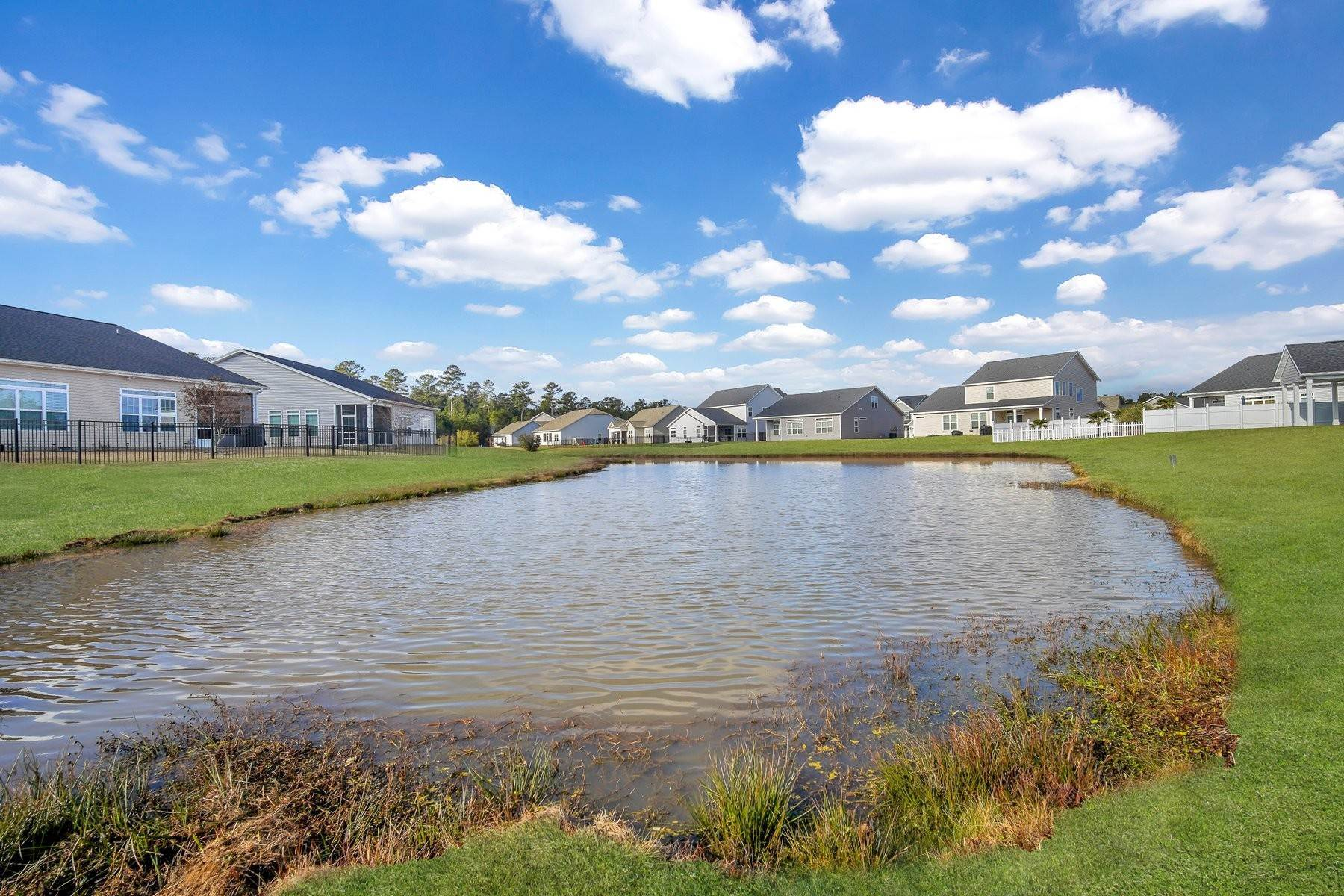 31. Single Family Homes for Sale at May Model in Hearthstone Lake 749 Hearthstone Drive Ridgeland, South Carolina 29936 United States