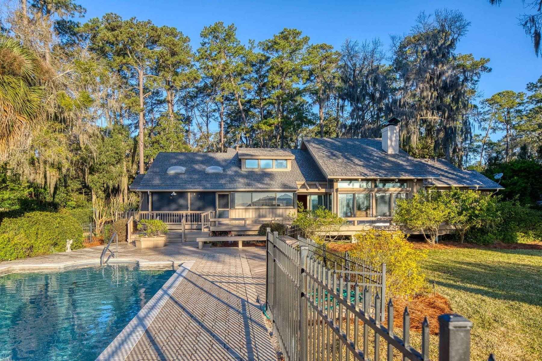 12. Single Family Homes for Sale at Live On Over 2.5 Acres That Overlook The Skidaway River And Beyond 41 Island Drive Savannah, Georgia 31406 United States