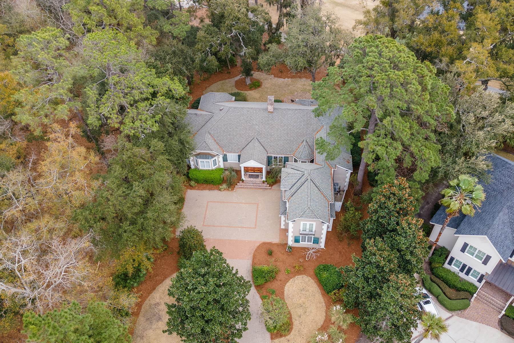 49. Single Family Homes for Sale at Golf Community and Resort Living 7 Middleton Gardens Place Bluffton, South Carolina 29910 United States