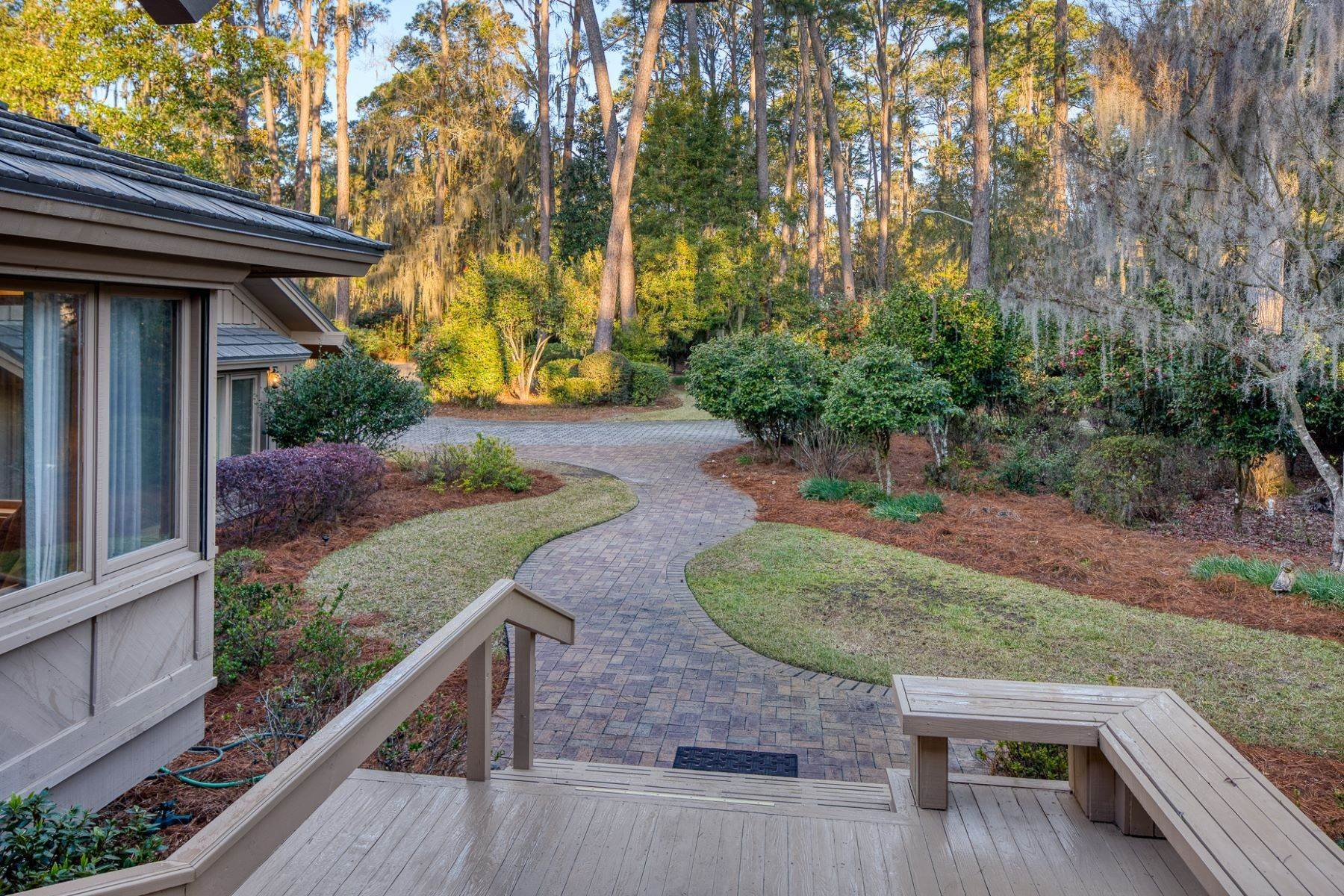 37. Single Family Homes for Sale at Live On Over 2.5 Acres That Overlook The Skidaway River And Beyond 41 Island Drive Savannah, Georgia 31406 United States