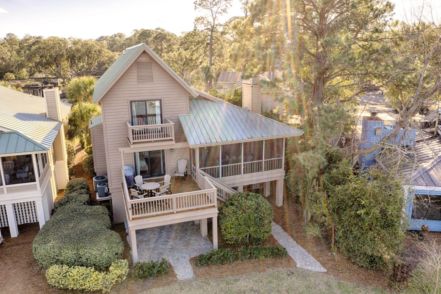 41. Single Family Homes for Sale at 12 Portside Drive Hilton Head Island, South Carolina 29928 United States