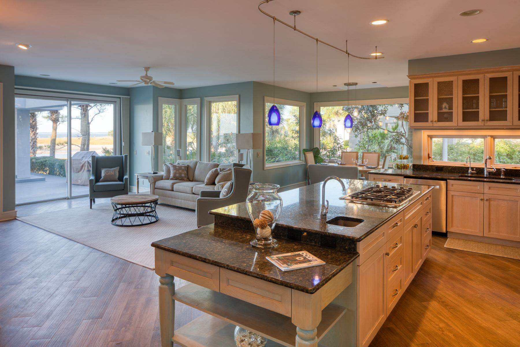 10. Single Family Homes for Sale at Views of Port Royal Sound and Intercoastal Waterway 47 Ribaut Drive Hilton Head Island, South Carolina 29926 United States