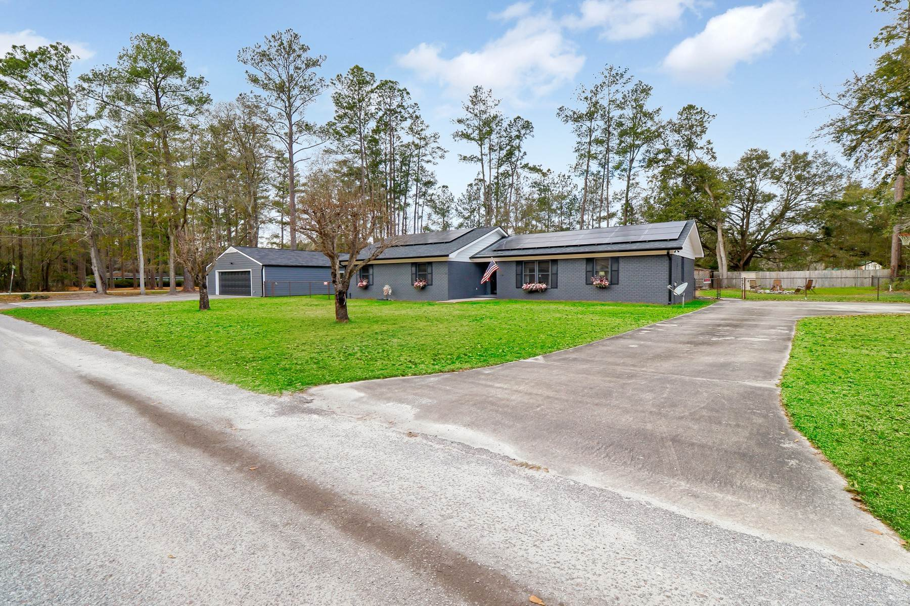 Single Family Homes for Sale at Two Master Suites 29 Heritage Woods Drive Ridgeland, South Carolina 29936 United States