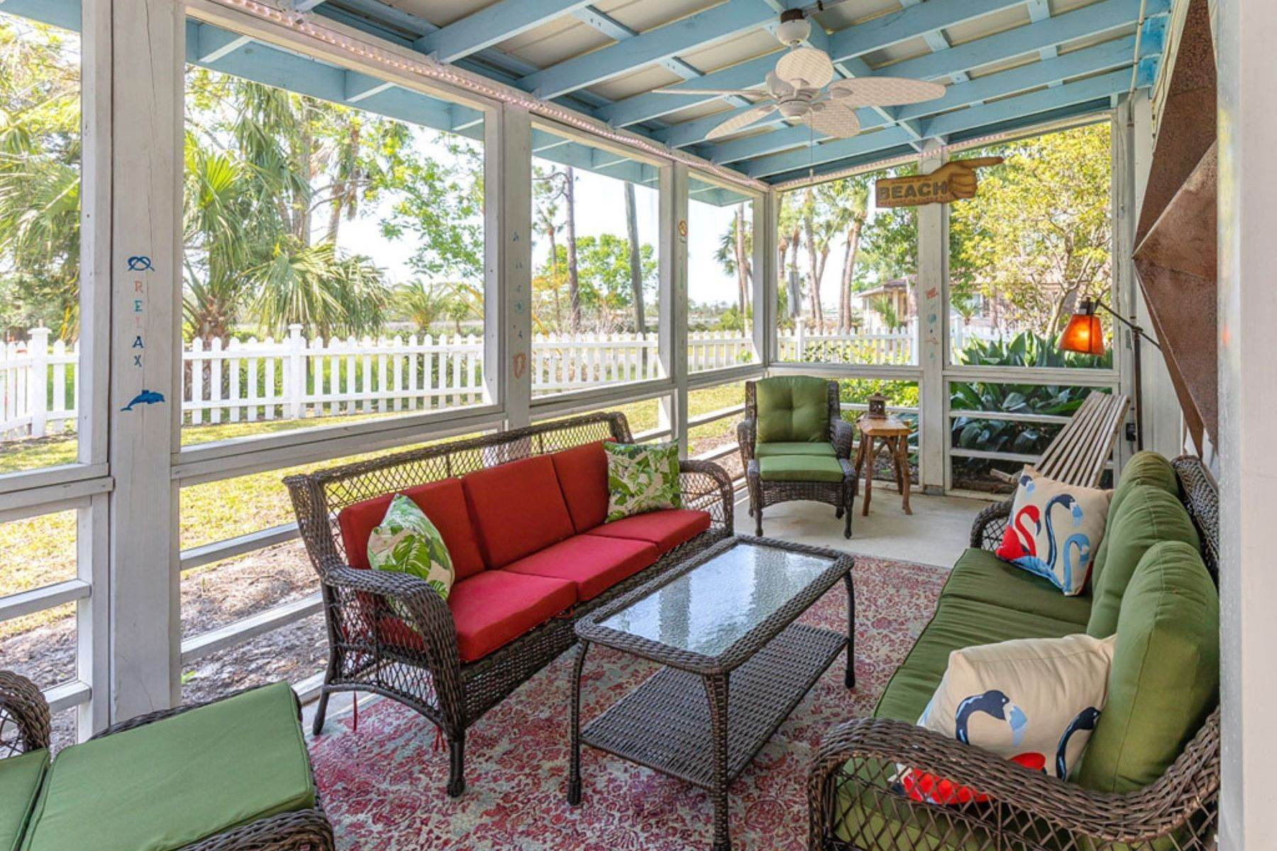 37. Single Family Homes for Sale at The Ultimate Tybee Home With In-Ground Pool And Dock On Tidal Creek 701 13th Street Tybee Island, Georgia 31328 United States