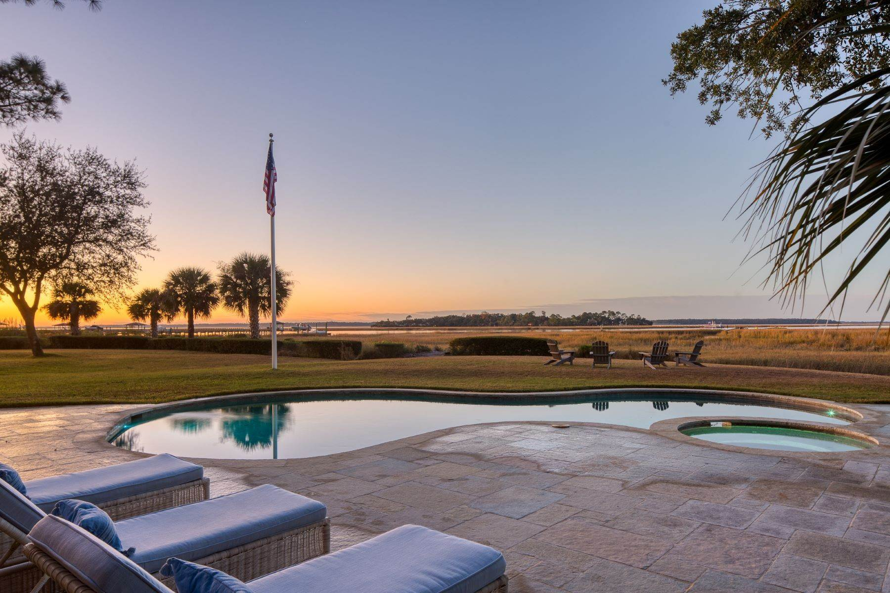 47. Single Family Homes for Sale at Premier Waterfront 71 North Calibogue Cay Hilton Head Island, South Carolina 29928 United States