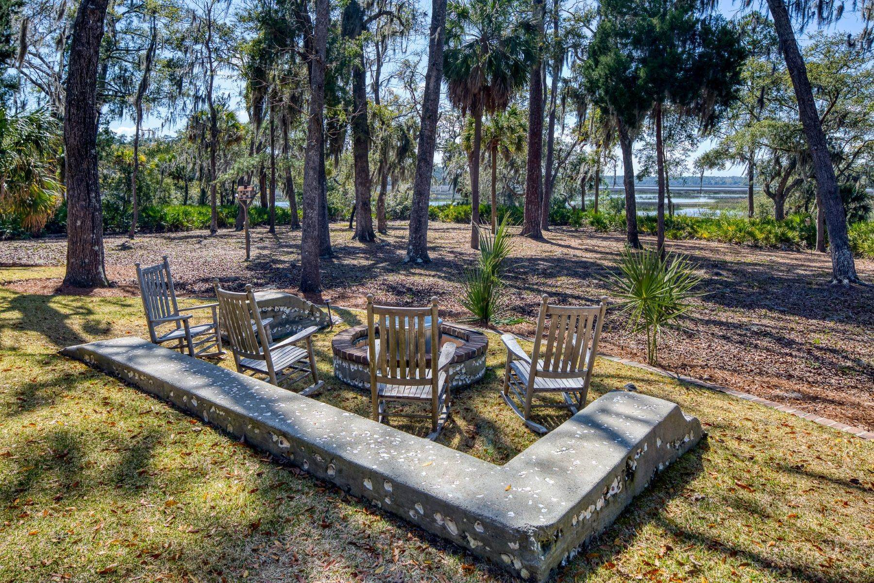 36. Single Family Homes for Sale at Peaceful Private Retreat 11 Dutch House Circle Bluffton, South Carolina 29910 United States