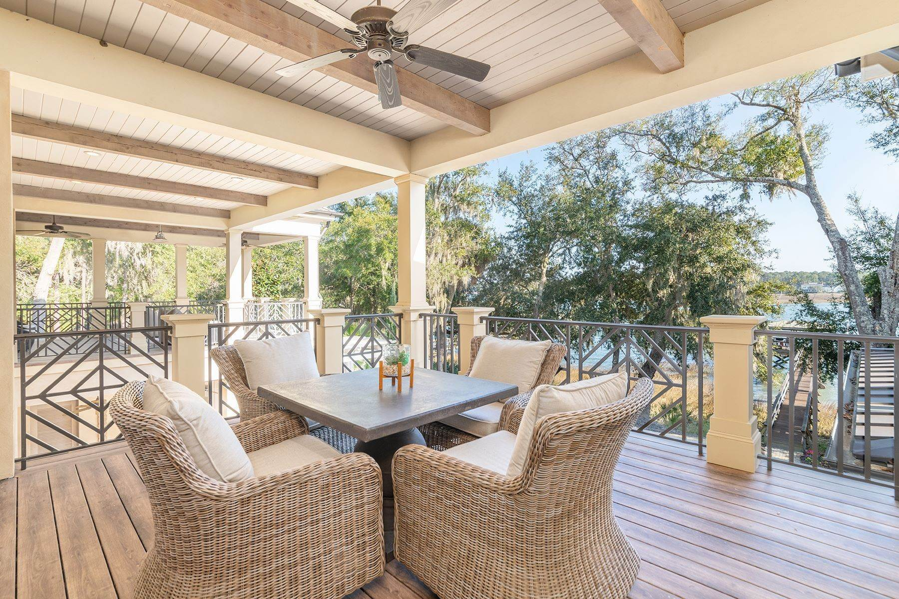 27. Single Family Homes for Sale at Exclusive Tidewater Landing 90 Tidewater Manor Hilton Head Island, South Carolina 29926 United States