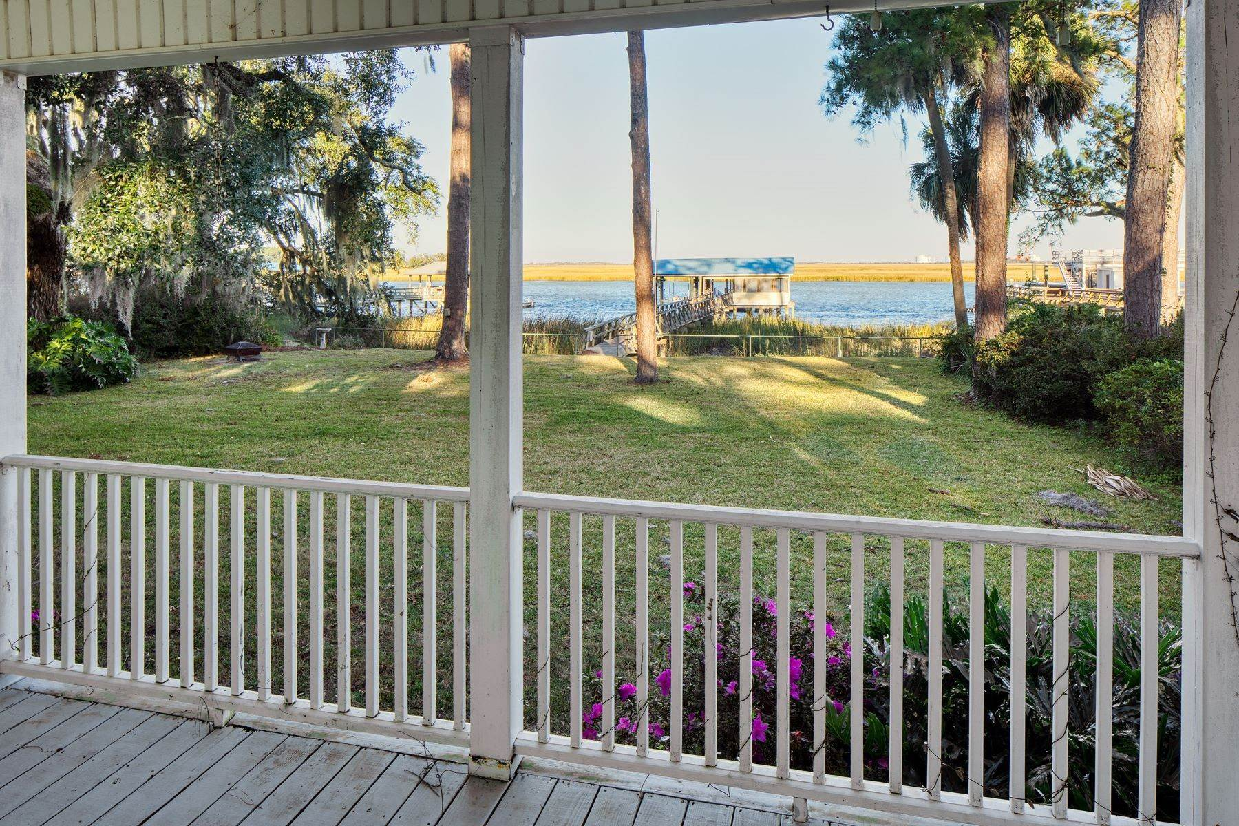 23. Single Family Homes for Sale at Custom Built home on Deep Water 35 Falligant Avenue Savannah, Georgia 31410 United States
