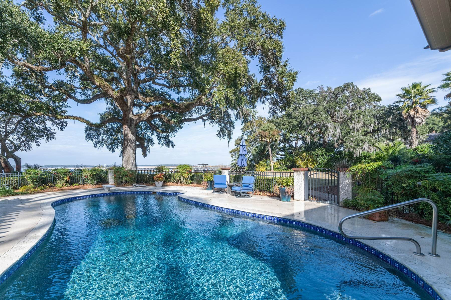 3. Single Family Homes for Sale at 4 S Calibogue Cay Road Hilton Head Island, South Carolina 29926 United States