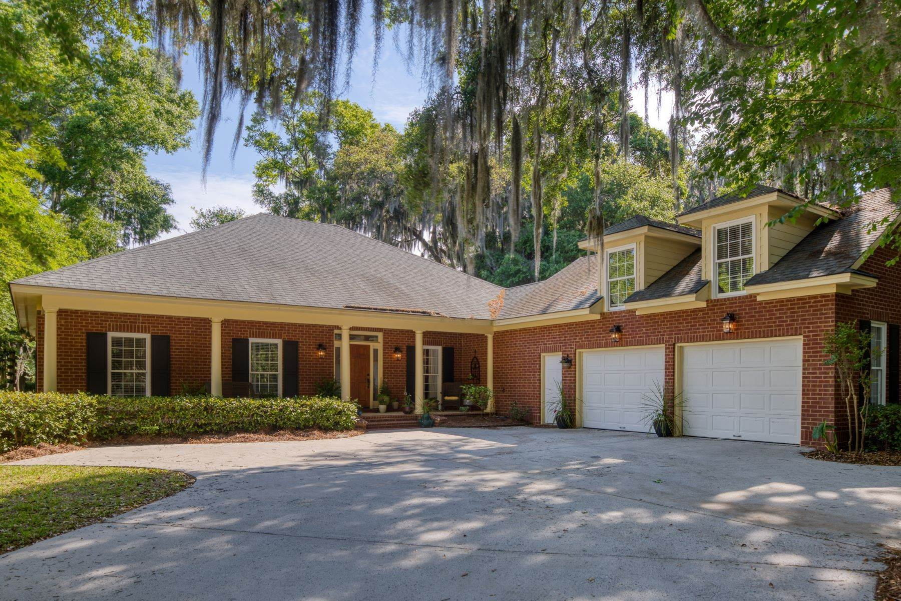 Single Family Homes for Sale at Traditional Brick Residence In One Of Savannah's Most Prestigious Communities 4 Captain Browns Way Skidaway Island, Georgia 31411 United States