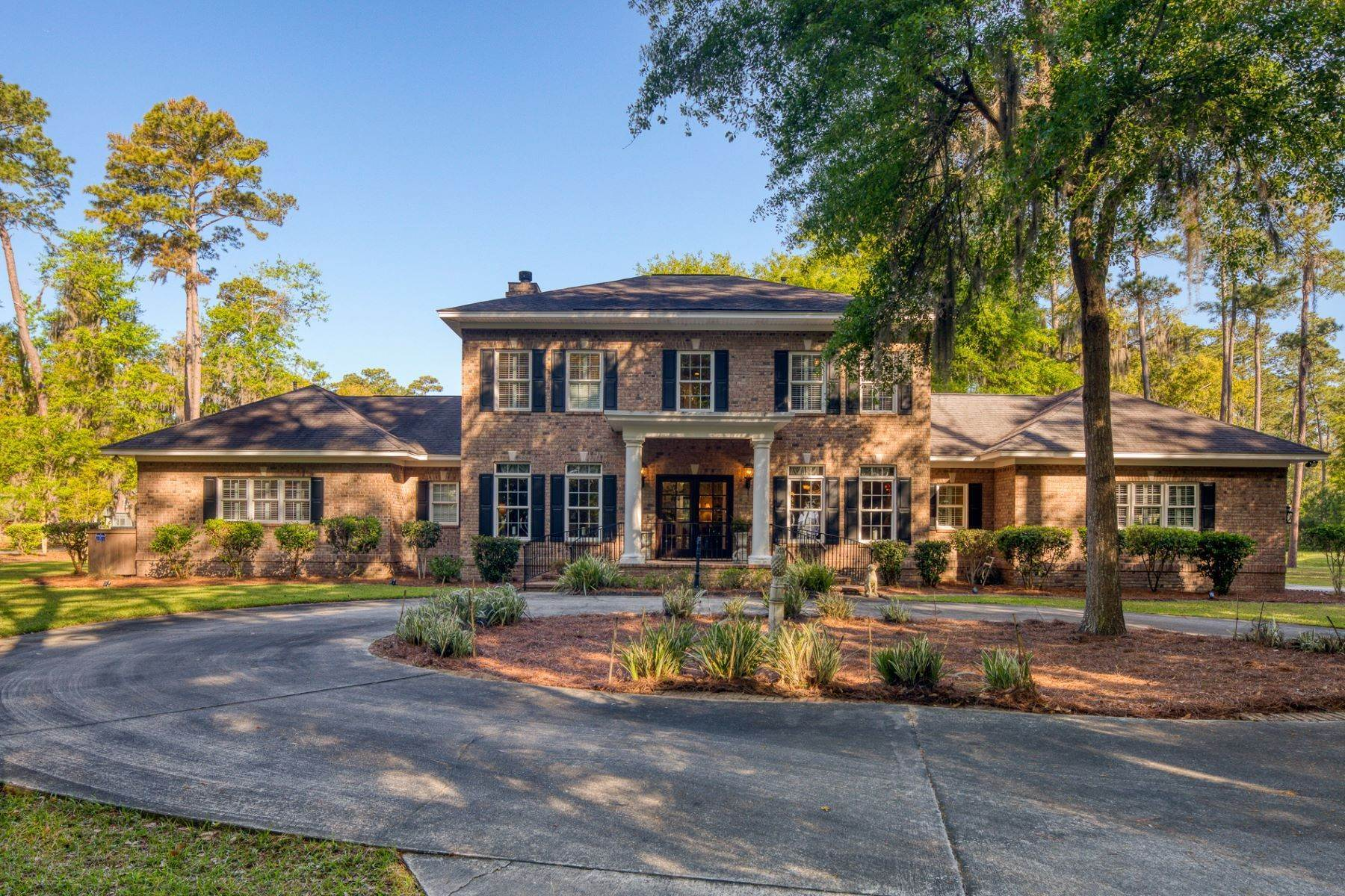 Single Family Homes for Sale at Private Retreat That Exudes Peace, Serenity, And Comfort 210 Green Island Road Skidaway Island, Georgia 31411 United States