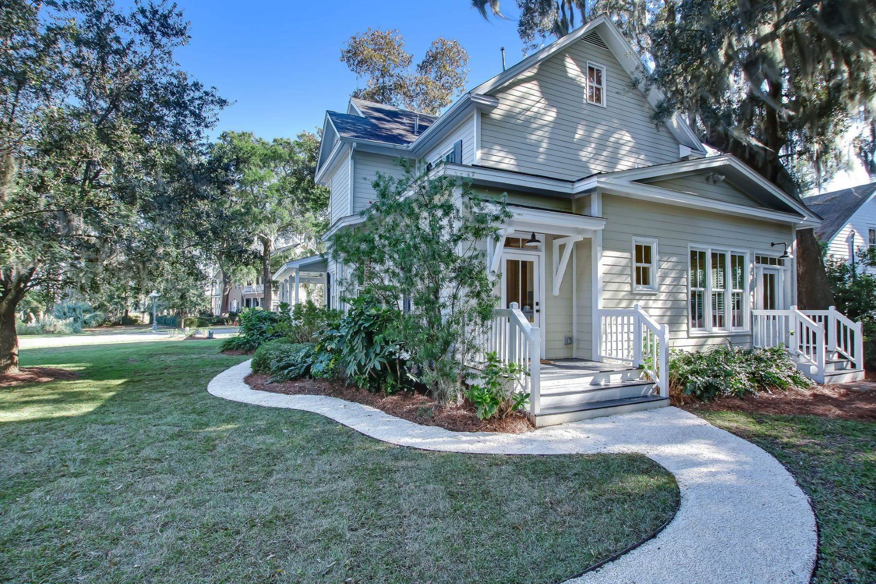 40. Single Family Homes for Sale at Low Country Home on Double Lot in Gated Community 203 John Wesley Way Savannah, Georgia 31404 United States