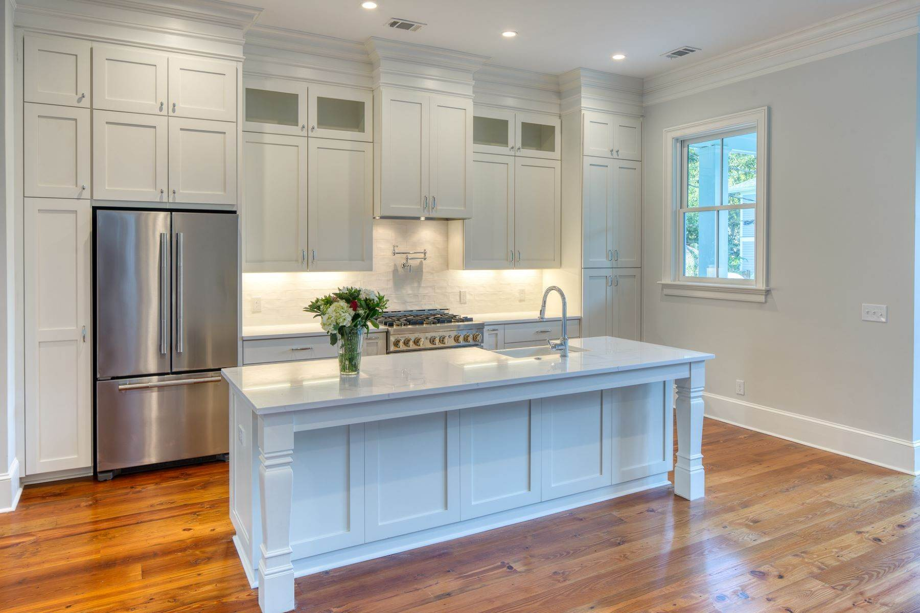 10. Single Family Homes for Sale at Incredible New Construction Home Located In The Starland District 118 E 36th Street Savannah, Georgia 31401 United States