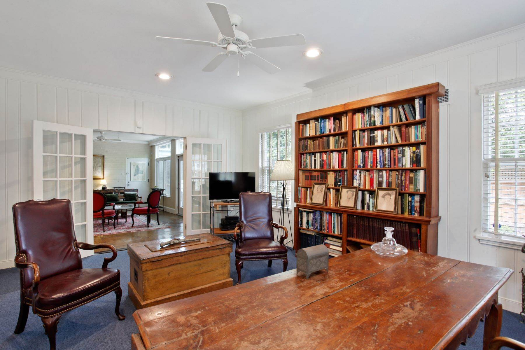 21. Single Family Homes for Sale at Ardsley Park Estate on Adams Park designed by John C LeBey 3710 Abercorn Street Savannah, Georgia 31405 United States