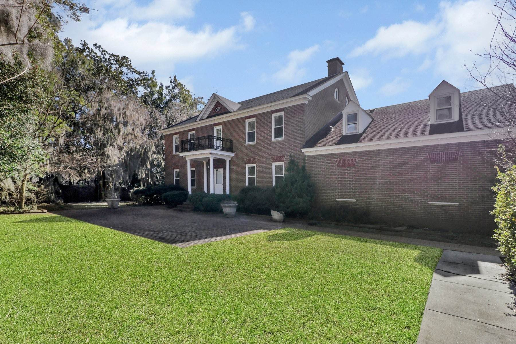 28. Single Family Homes for Sale at Lovely Traditional Brick Home In Habersham Woods 116 McLaws Street Savannah, Georgia 31405 United States