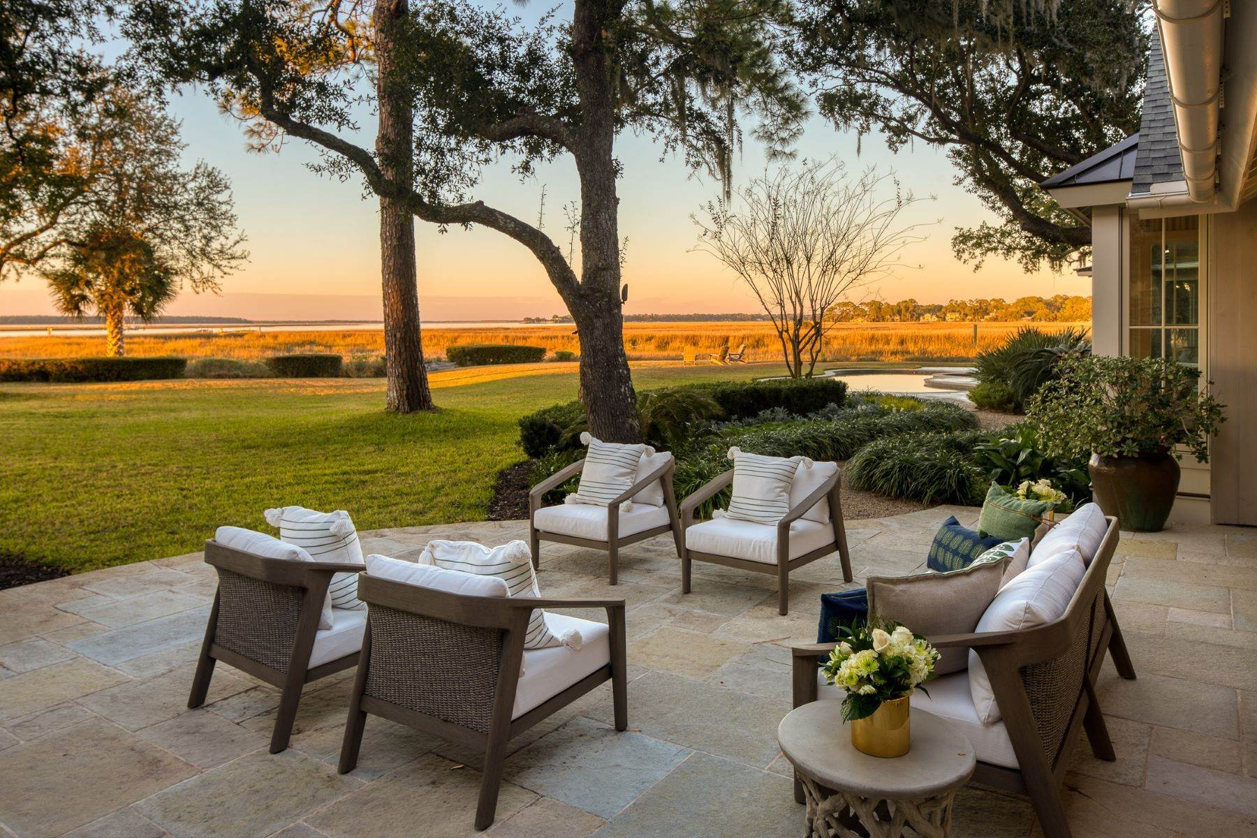 44. Single Family Homes for Sale at Premier Waterfront 71 North Calibogue Cay Hilton Head Island, South Carolina 29928 United States