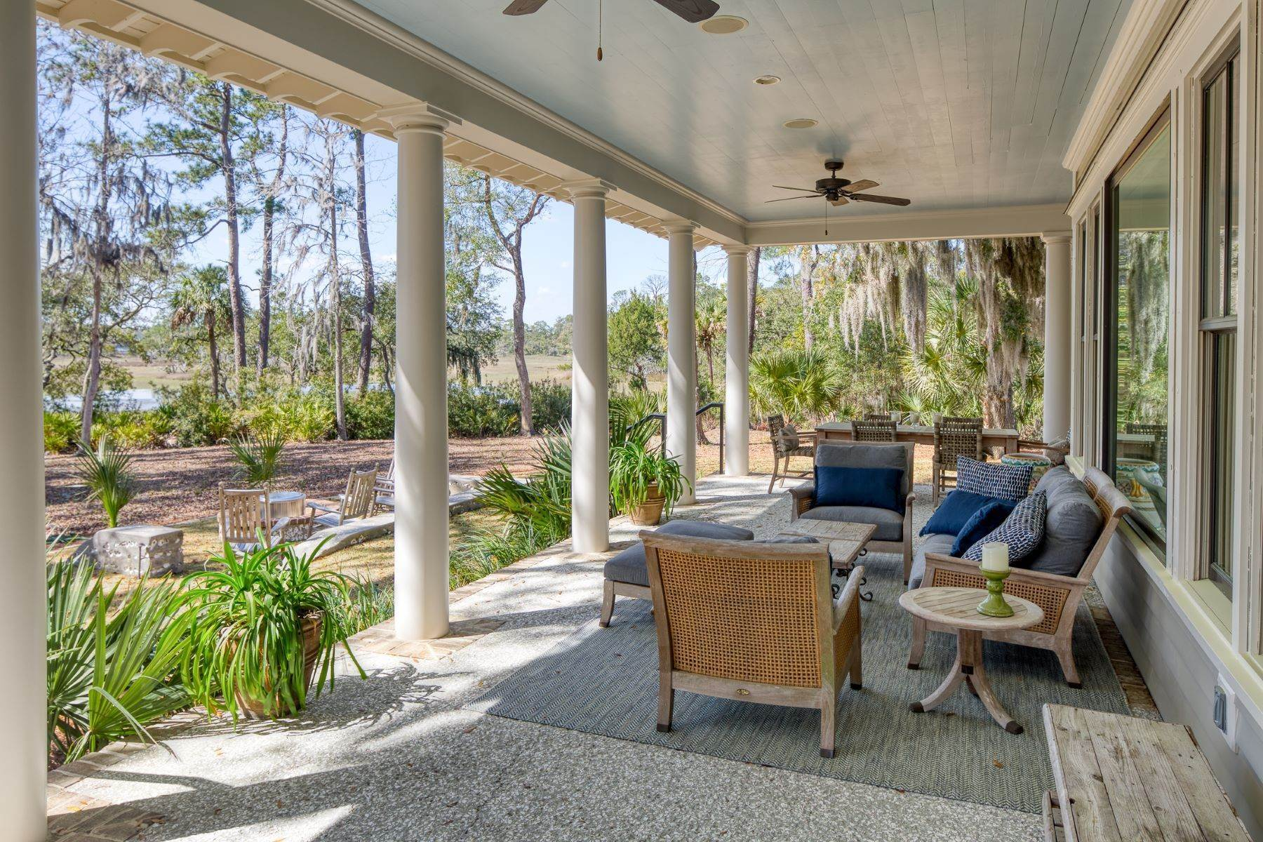 33. Single Family Homes for Sale at Peaceful Private Retreat 11 Dutch House Circle Bluffton, South Carolina 29910 United States