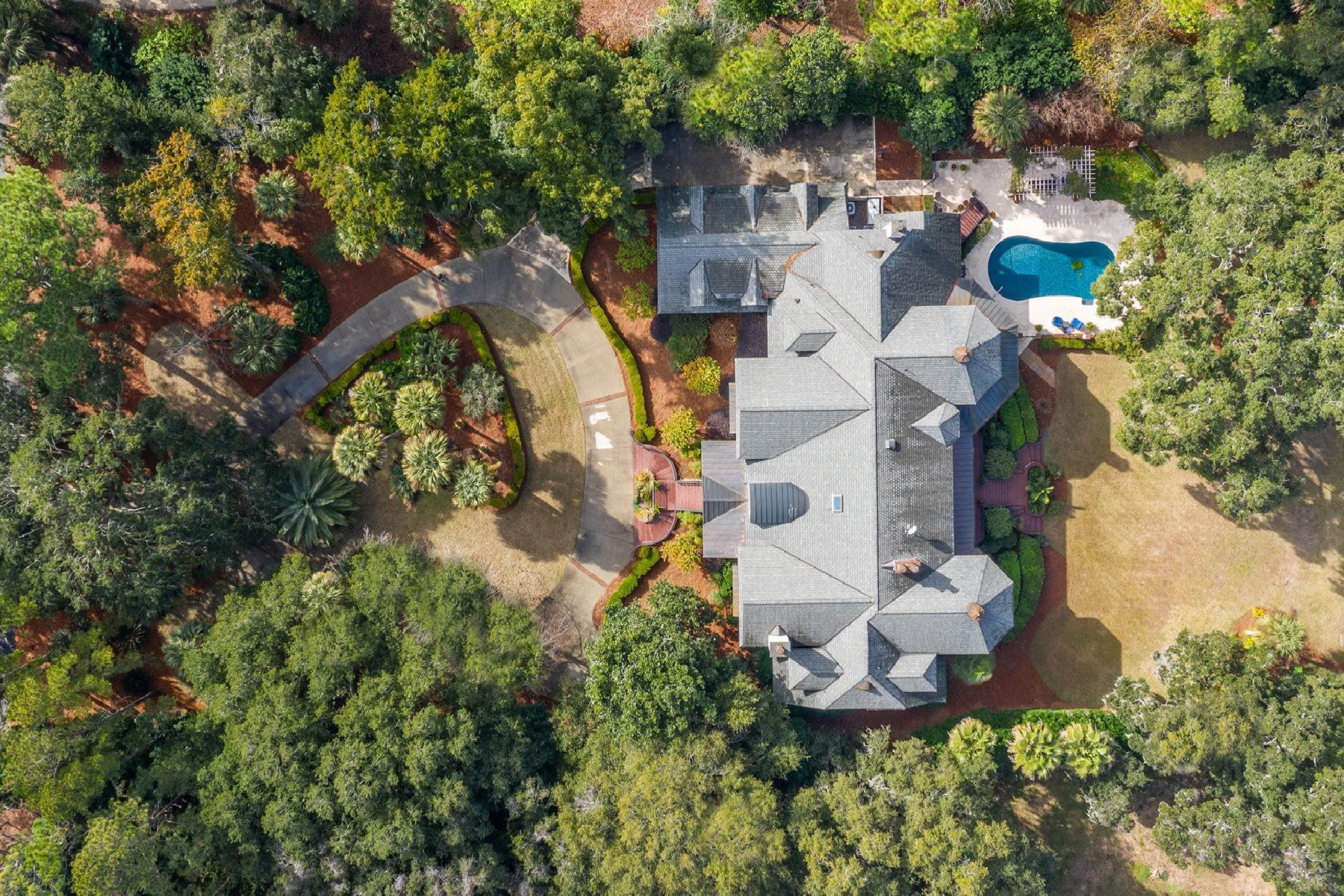2. Single Family Homes for Sale at 4 S Calibogue Cay Road Hilton Head Island, South Carolina 29926 United States