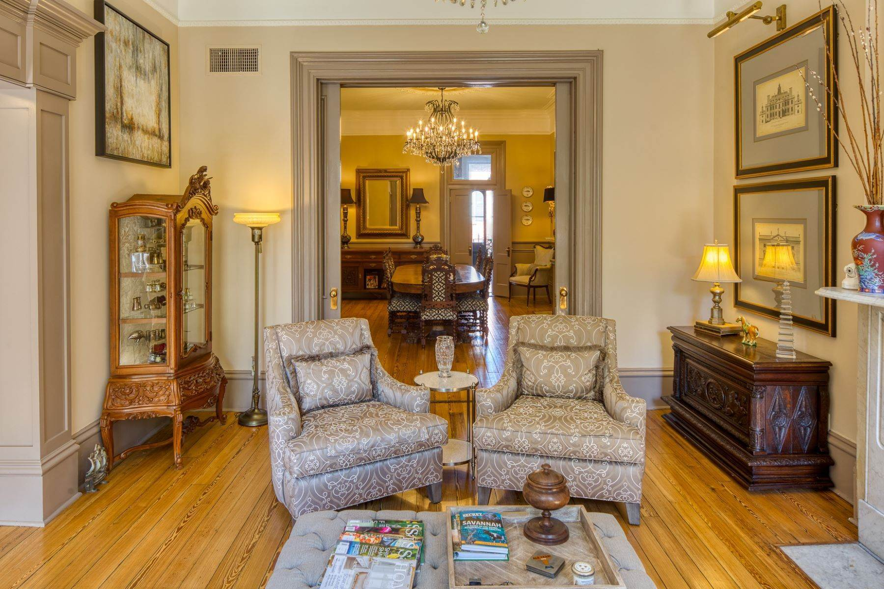 7. Single Family Homes for Sale at Architectural Gem Located In The Heart Of Savannah's Landmark Historic District 206 E Gaston Street Savannah, Georgia 31401 United States