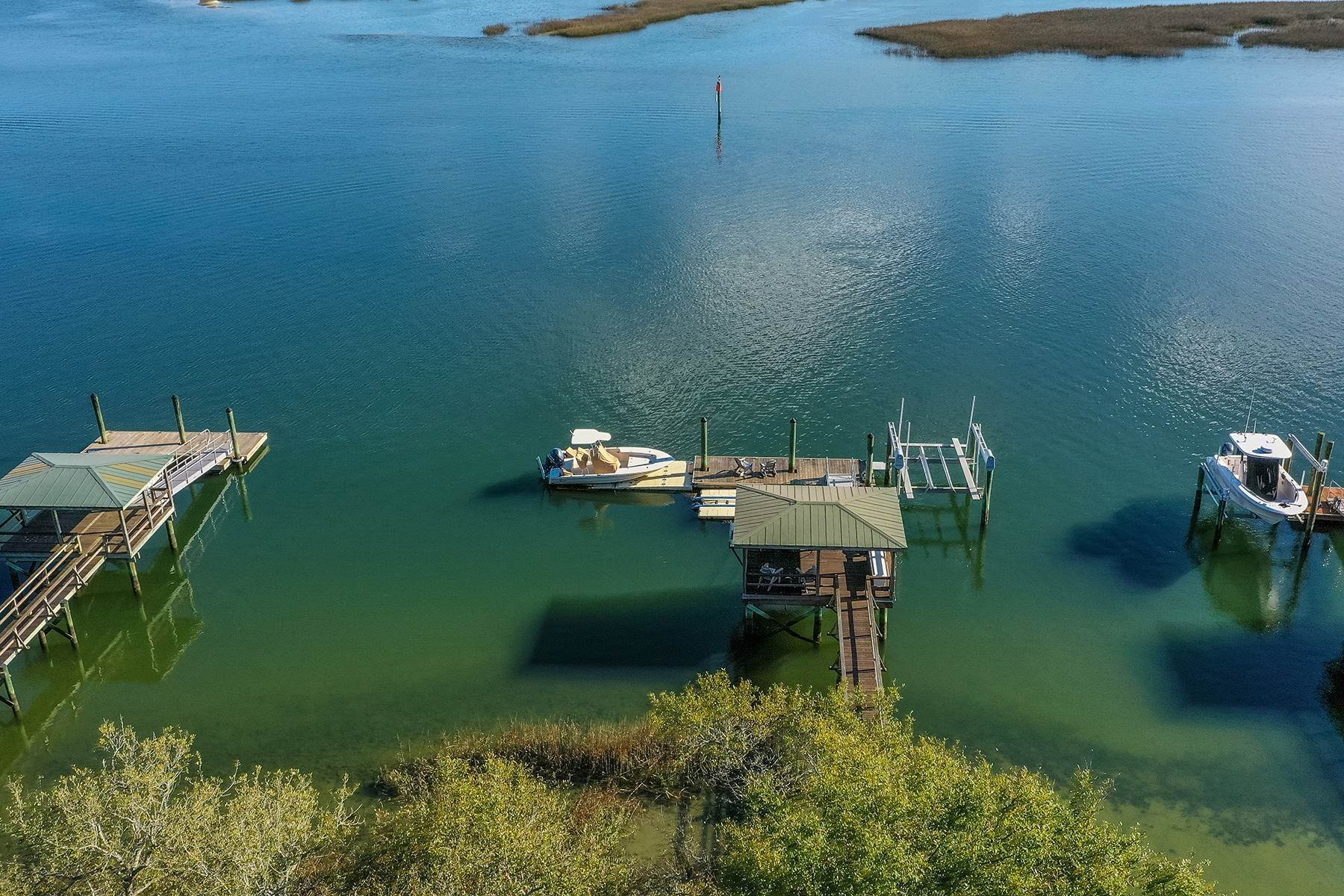 44. Single Family Homes for Sale at Exclusive Tidewater Landing 90 Tidewater Manor Hilton Head Island, South Carolina 29926 United States