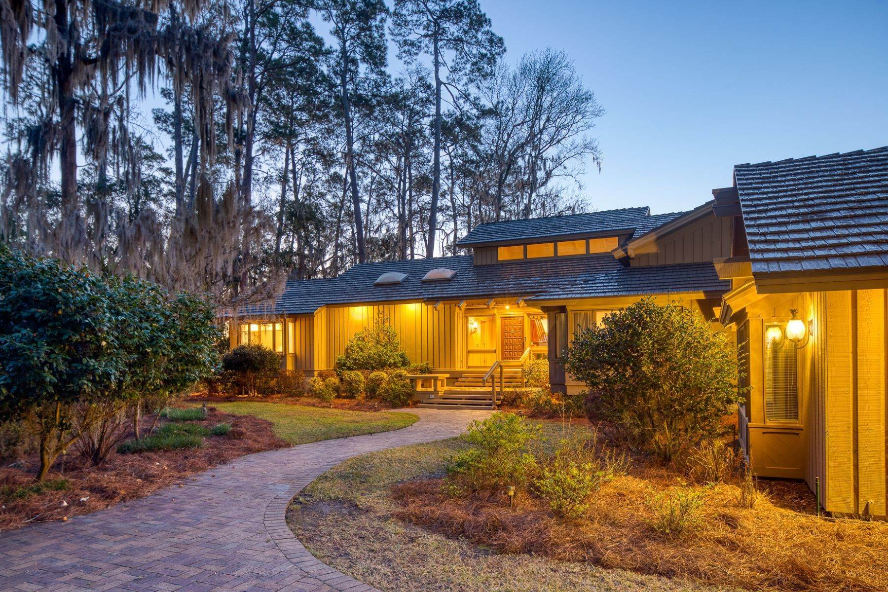 38. Single Family Homes for Sale at Live On Over 2.5 Acres That Overlook The Skidaway River And Beyond 41 Island Drive Savannah, Georgia 31406 United States