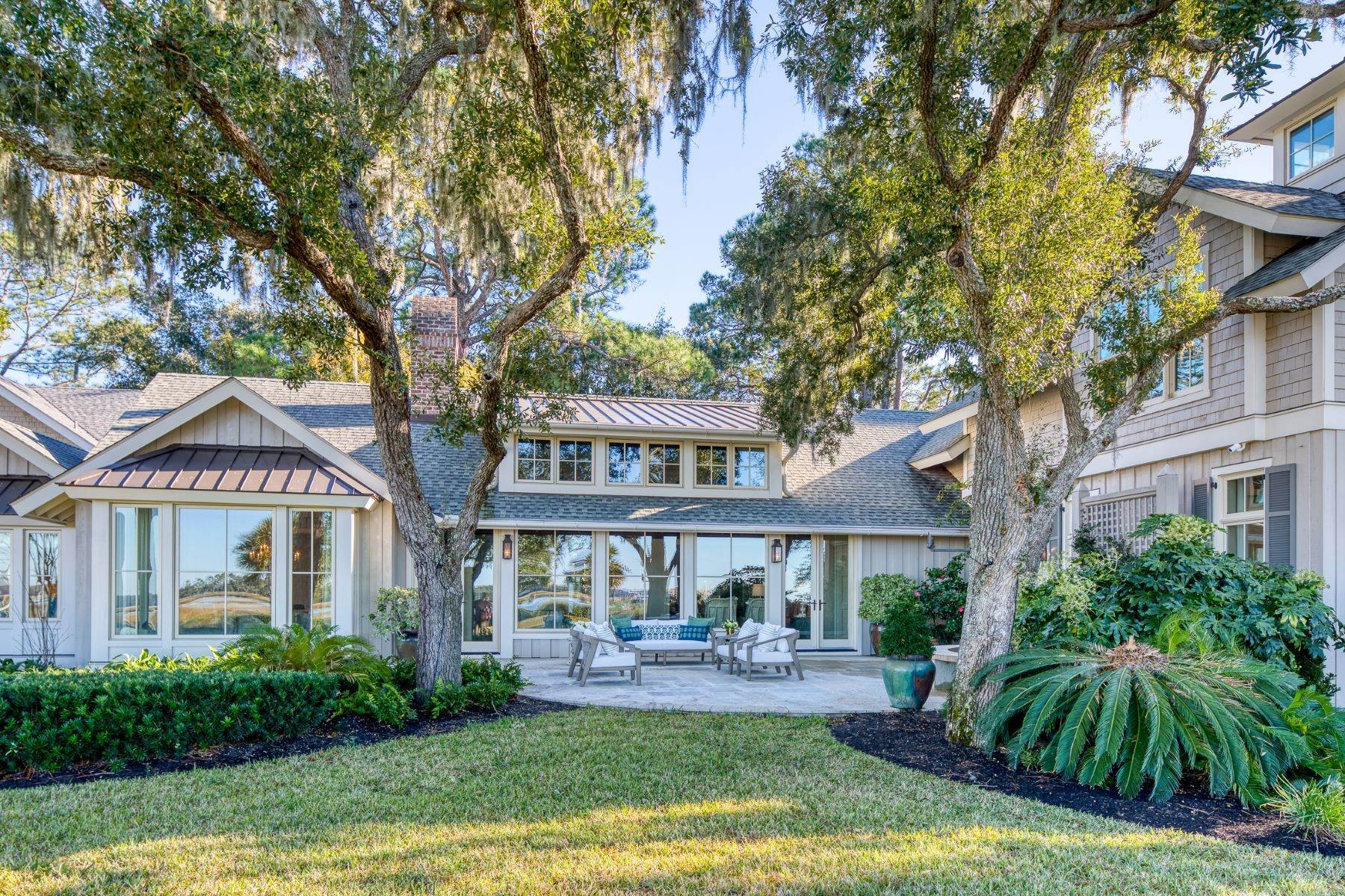 46. Single Family Homes for Sale at Premier Waterfront 71 North Calibogue Cay Hilton Head Island, South Carolina 29928 United States