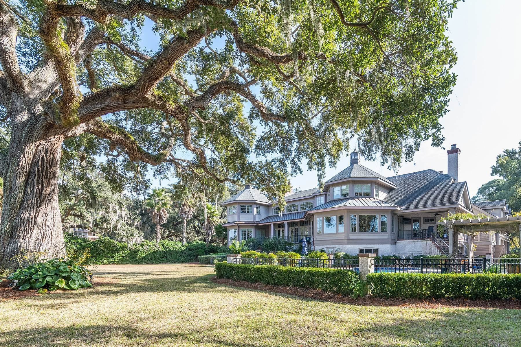 47. Single Family Homes for Sale at 4 S Calibogue Cay Road Hilton Head Island, South Carolina 29926 United States