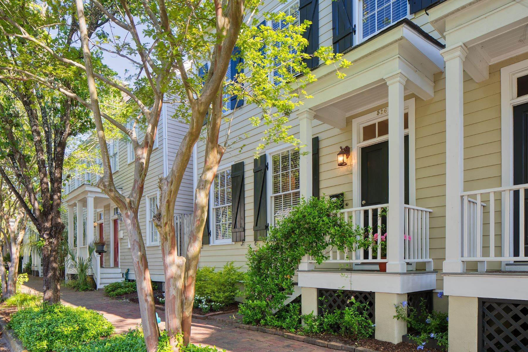 2. townhouses por un Venta en Charming Townhouse Built In 2000 In The Historic Style 526 E Taylor Street Savannah, Georgia 31401 Estados Unidos