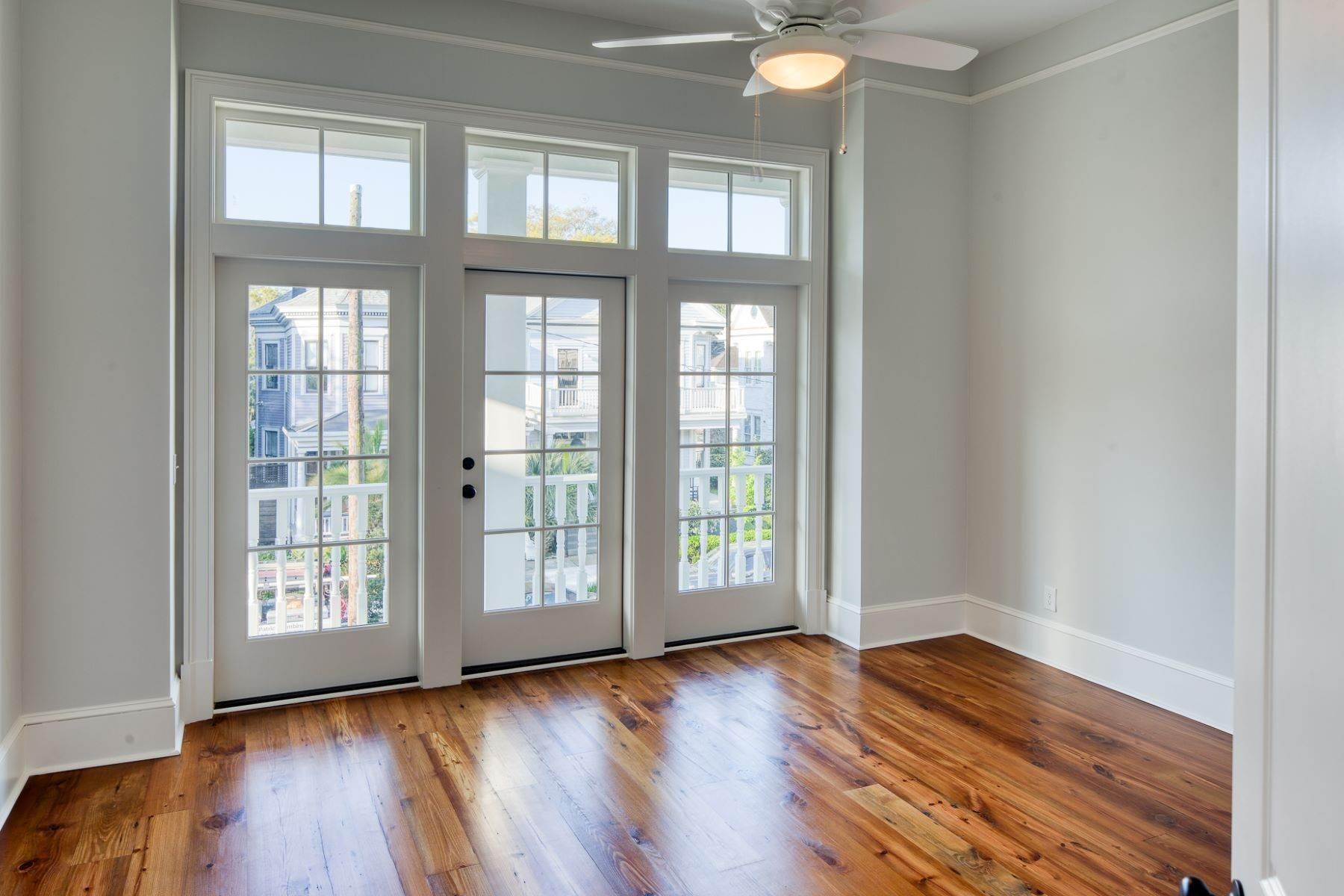 19. Single Family Homes for Sale at Incredible New Construction Home Located In The Starland District 118 E 36th Street Savannah, Georgia 31401 United States